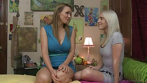 Amateur club guests Tanya Tate and Cadence Lux try out pussy eating