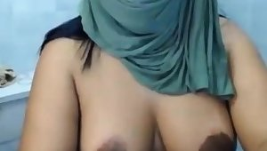 AMATEUR ARAB Get hitched SHOWS Say no to CURVY ASS