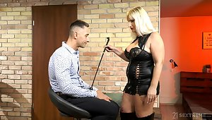 Mature escort mistress Anna Valentina bangs young submissive lady's man