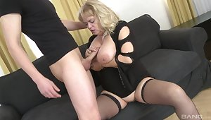 Chubby mature concerning saggy tits gets fucked by a younger guy